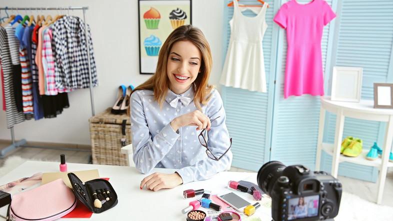 Hoe gebruikt influencers om uw kledingwinkel te promoten?